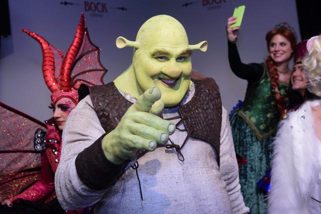 Shrek közeli, sárkány, Fiona, nagyúr