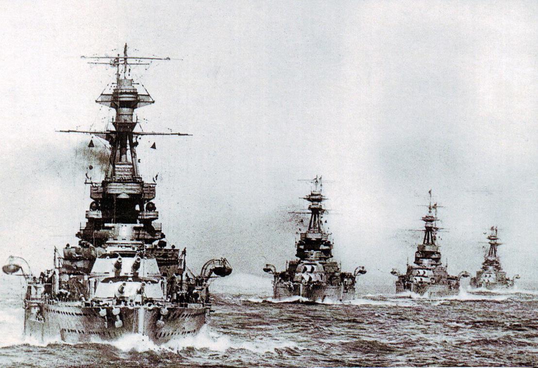 Queen Elizabeth osztályú brit csatahajók, a HMS Barham, a HMS Valiant, a HMS Malaya és a HMS Warspite. Utóbbi kettő komoly sérüléseket szerzett Jütlandnál, a Warspite-ot 150 találat érte, a sérültek között volt az Walter Yeo, akin az első arcplasztikai műtétet végezték el: egyebek mellett pótolták a hajó egyik robbanásában elvesztett szemhéjait is.