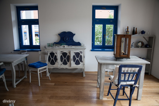 A bútorok megvásárolhatóak, az áruk nagy része jótékony célra megy.