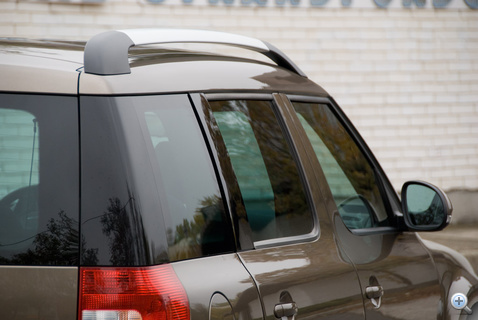 Első szériás CR-V-re emlékeztető hátsó ablakok