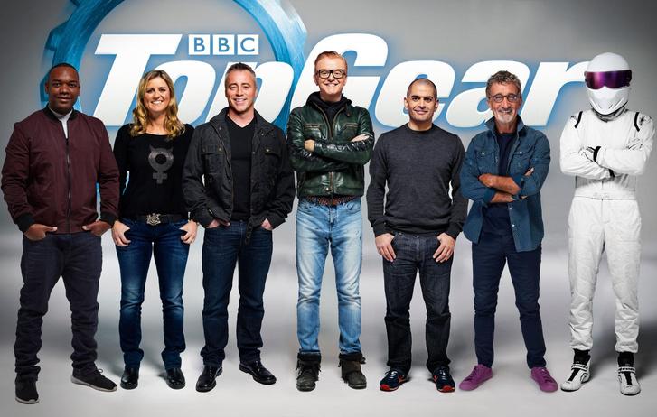Balról: Rory Reid (autós újságíró), akiből egyelőre sokat nem láttunk, Sabine Schmitz, Matt LeBlanc, Chris Evans, Chris Harris, Eddie Jordan (még nem szerepelt) és a Stig. Kicsit sok ez, de kétségkívül politikailag nagyon korrekt. Vajon ez kell a több százmillió Top Gear-nézőnek?