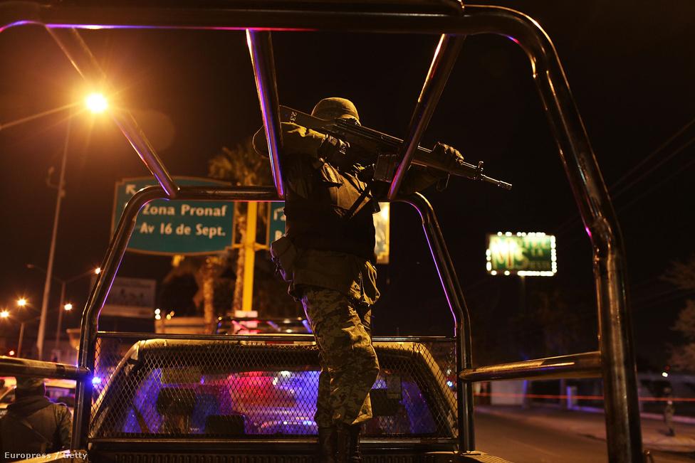 Felipe Calderón elnök 7000 katonát küldött a juarezi problémák megoldására 2010-ben - eredménytelenül. A változást Jorge Gonzalez Nicolas ügyész hozta, aki megszabadult a korrupt hivatalnokoktól, elbocsátott 400 kartell közeli rendőrt és megreformálta a juarezi állami börtönt. Utóbbi olyan biztonságos lett, hogy 2016 februárjában még Ferenc pára is meglátogatta. Továbbá bevezette a kötelezően életfogytiglan büntetést az emberrablók és azok számára, akik újságírókat vagy rendőröket ölnek meg.  Nőtt az elítélések száma, a legveszélyesebb elemet eltávolították az utcáról.
