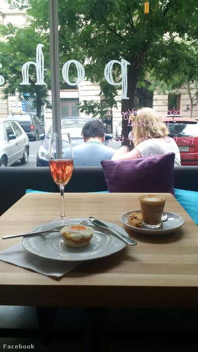 Pohárszék: süti, kávé, bor