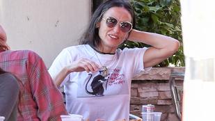 Demi Moore előtt egy átlagos hétköznapon is le a kalappal