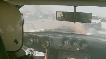Lángoló versenyautó, füstölő M3