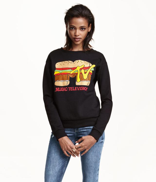 Szezononként a H&M női és férfi osztályán is felbukkant egy-két MTV feliratos póló vagy pulóver.