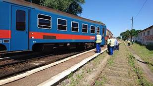 Most minden oldalról megnézheti, hogyan fest egy kisiklott vonat
