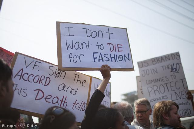 Tömegek tüntettek a bangladesi katasztrófa után.