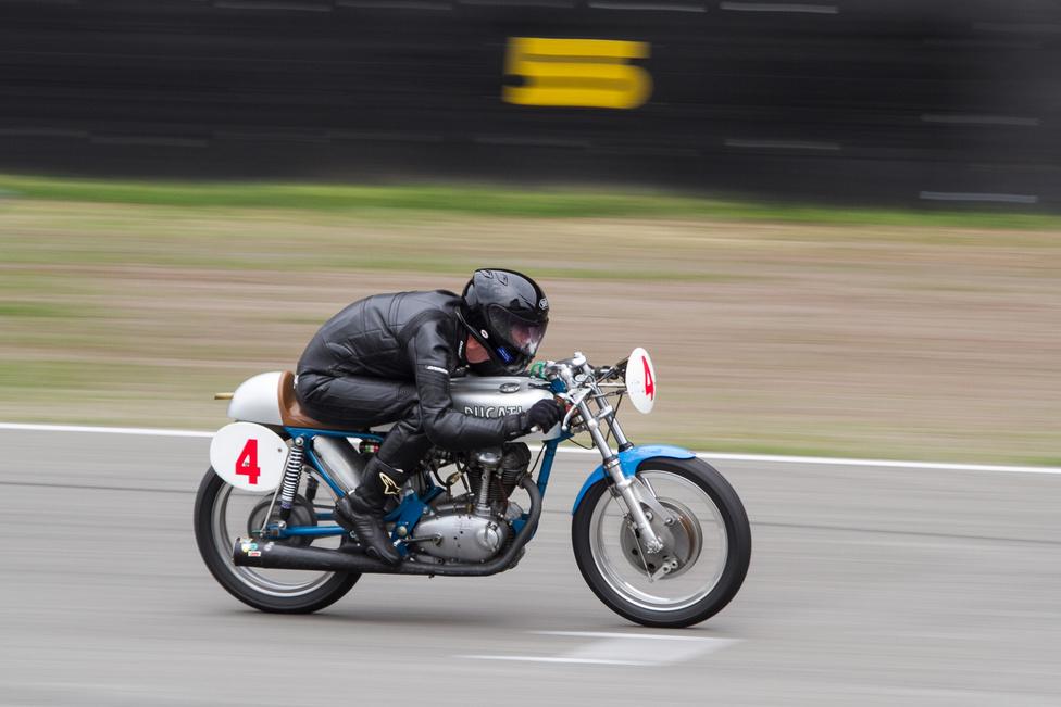 A klasszikus, egyhengeres európai motorok között ment ez az 1968-as Ducati MKIII. A maga idejében ez volt a leggyorsabb 250-es országúti gép.