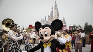 A sanghaji Disneylandben a jövőben motorozhat