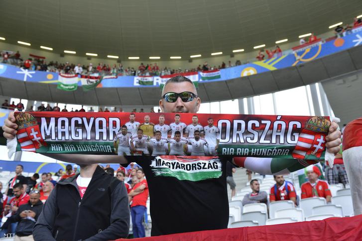 Magyar szurkolók a franciaországi foci Eb-n a Bordeaux-i Stadionban