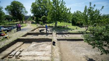 Dzsámi romjaira bukkanhattak Szigetvárnál