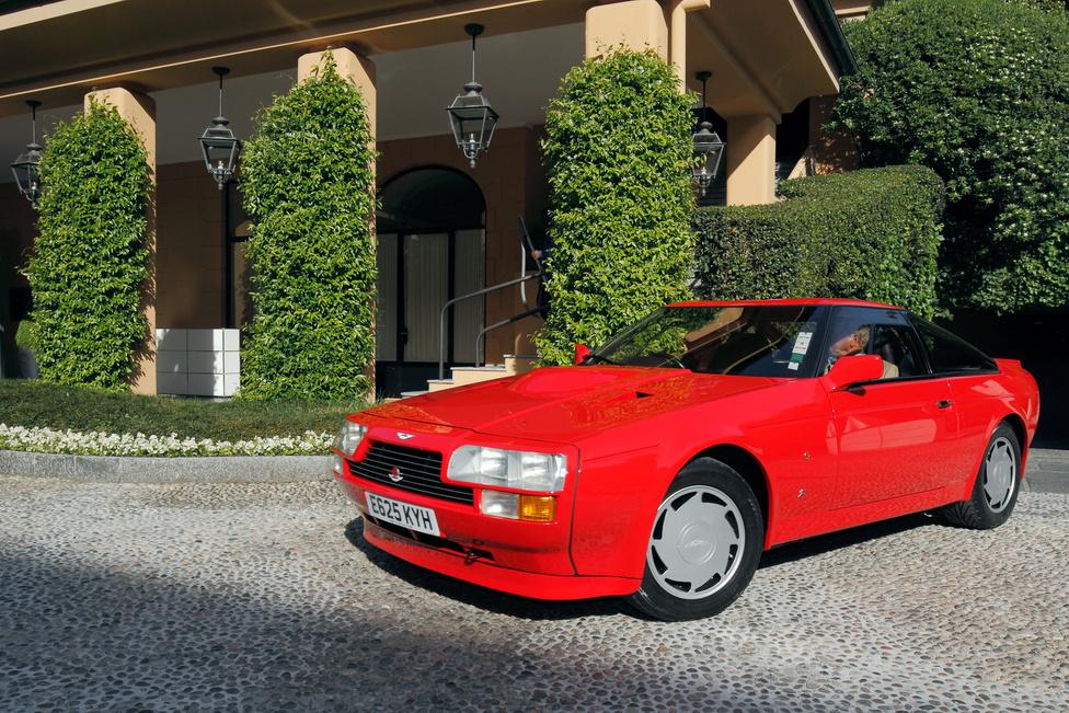 Még sosem láttam közelről Aston Martin V8 Zagatót. Új-Zélandról érkezett a szépségversenyre az 1985-ben készült kocsi, és a megjelenése mellett a hangja miatt is utána fordult mindenki. Ilyen hangorkánt általában csak versenygépektől hallani – 432 lóerős ez a szörnyeteg, amely az egyetlen, eredeti állapotban fennmaradt darab a négy prototípusból