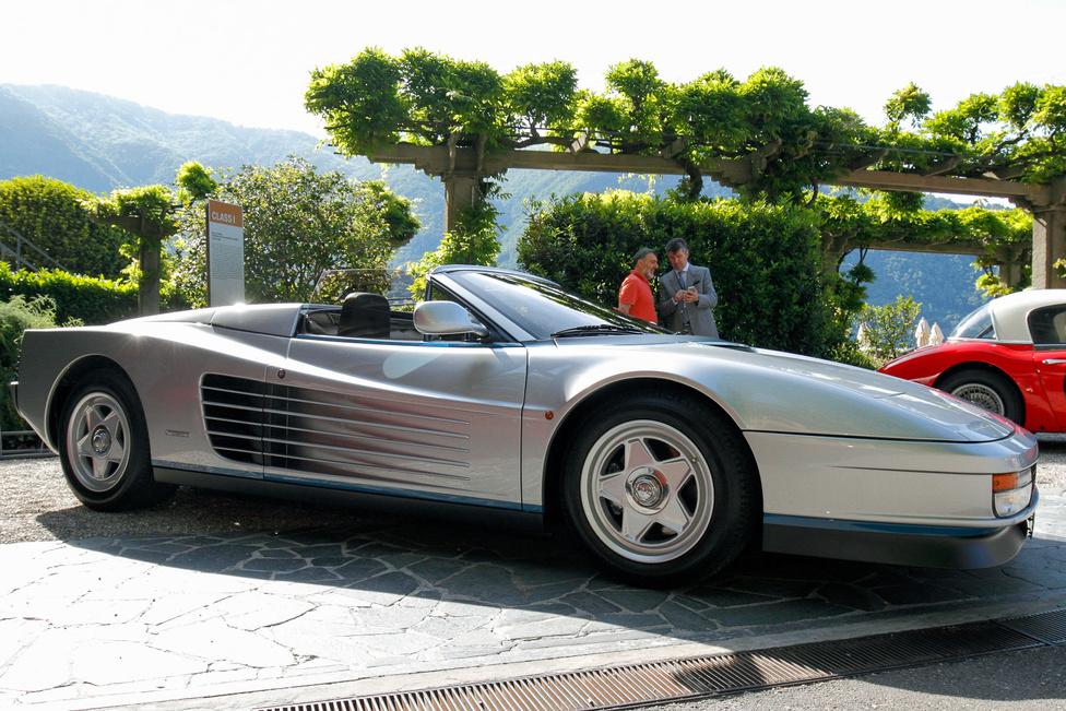 Az egyetlen, a Ferrari által hivatalosan elismert nyitott Testarossa, amelyet Gianni Agnelli részére alakított át a Pininfarina cég. A kocsiban gombnyomásra működő kuplung van és az Agnelli kocsijaira egyébként jellemző világoskék csík sem maradhatott el