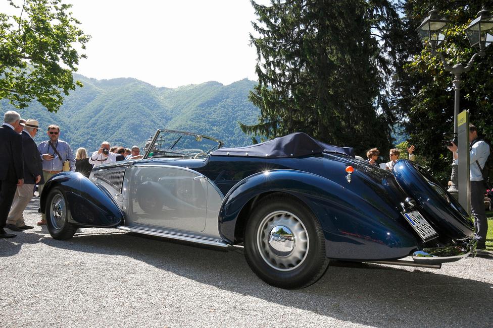 """A """"Háború előtti dekadencia – a fantázia szárnyalása"""" kategória első helyére futott be az az 1937-ben készült, negyedik szériás Lancia Astura. A Pinin Farina-féle karosszéria 5,38 méter hosszú, azaz mai szemmel is hatalmas, de rendkívül elegáns, ráadásul háromliteres V8 hajtja meglepő erővel"""