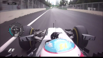 Mit matatott Alonso menet közben a kocsija elején?