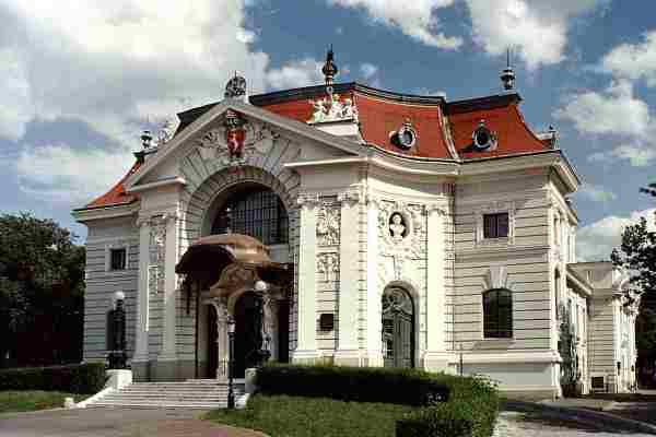 A kecskeméti Katona József Színház épülete