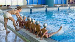 Normális-e, akinek a gyerekére az úszómester sem szólhat rá?