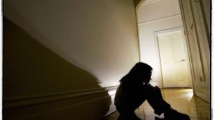 Három fiú erőszakolt meg egy 13 éves egri lányt