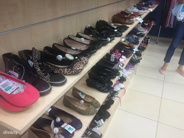 Ez itt a budaörsi Háda cipőrészlege