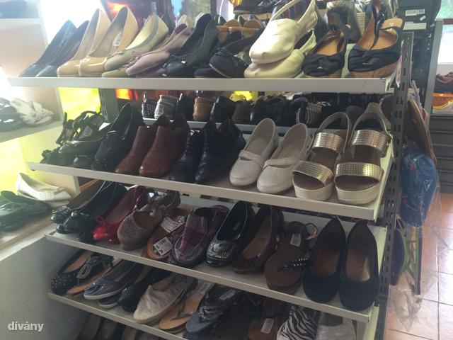 Irány a Cipő outlet a Nagy Lajoson! Itt a legtöbb cipő 3-7 ezer forint.