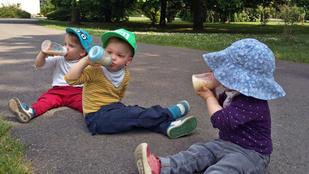 Hármasikrekkel az élet: 2 kézre jut 3 kétéves