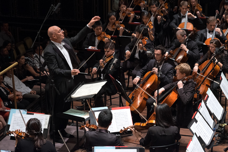 Leon Botstein a Bard College zenekarát vezényli a Zeneakadémia Nagytermében 2014. június 14-én (fotó: Zeneakadémia / Benkő Sándor)