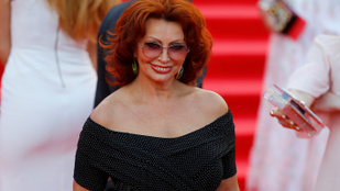 Sophia Loren meglepően kisimultan mutatkozott Moszkvában