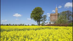 Eladó Anglia egyik legmenőbb háza saját víztoronnyal!