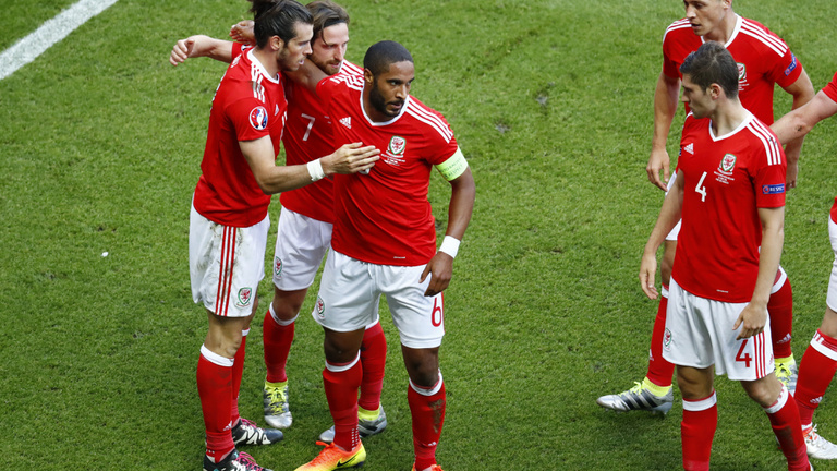 Wales továbbmenetelt, negyeddöntős