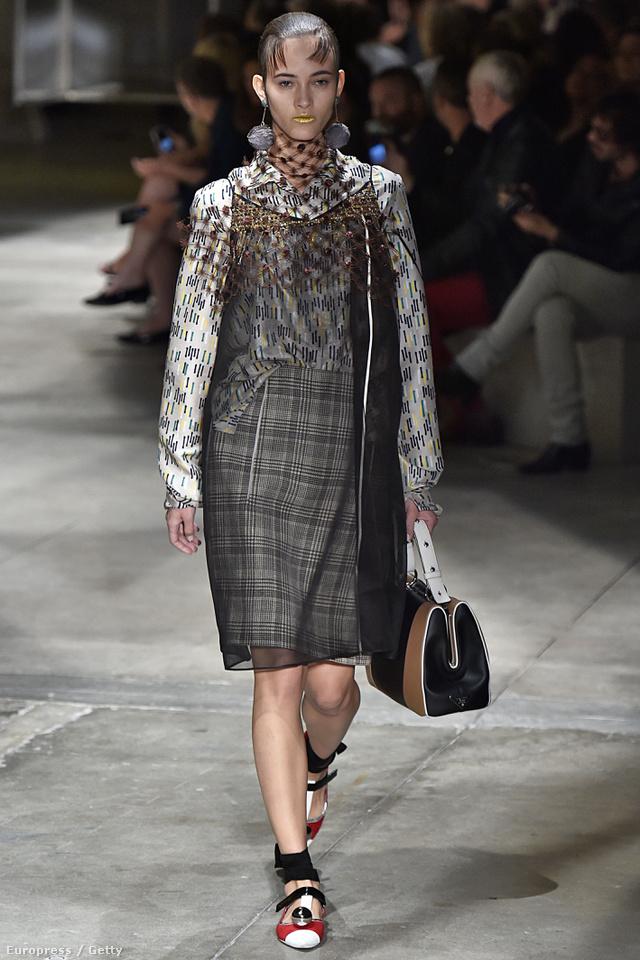 De Miuccia Prada is gyakran használ ilyen áttetsző anyagokat a tervezésnél.