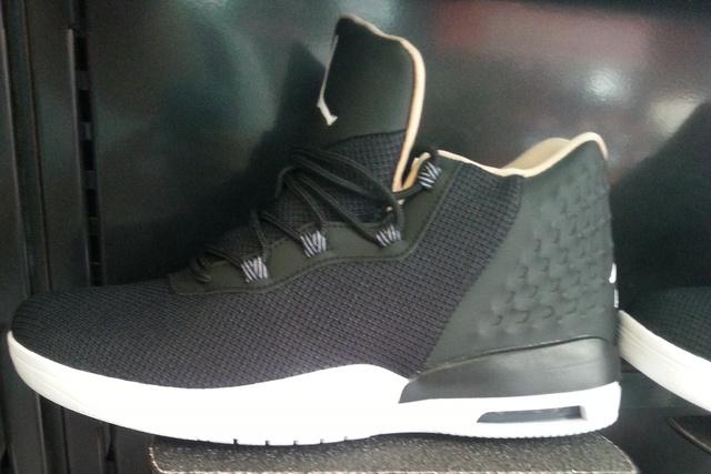 Foot Locker: A Nike Air Jordan Horizon 44.990 forint.