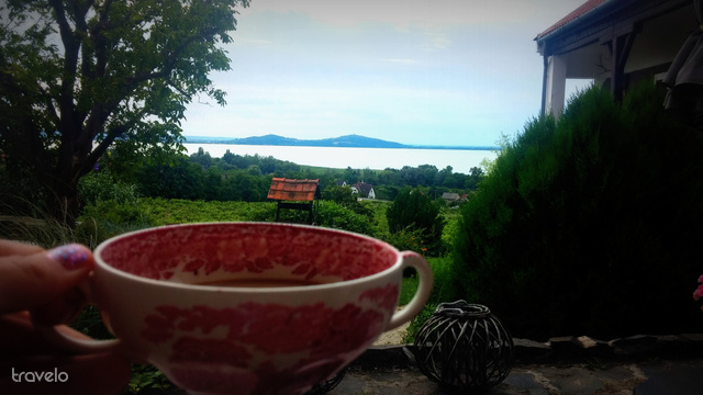 Reggeli kávé az Óbester Panzió teraszán