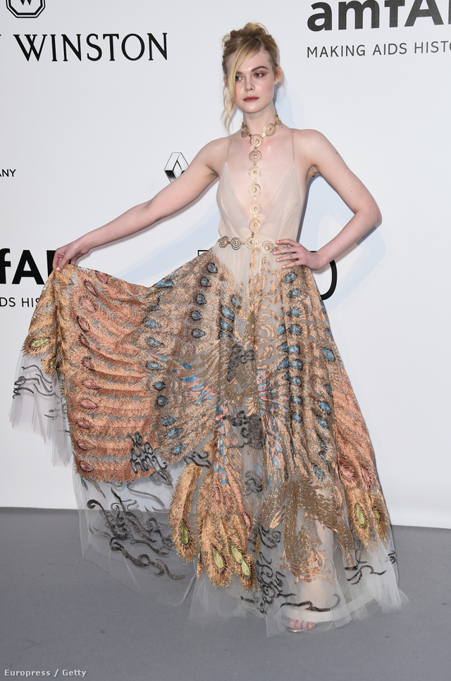 Valentino couture ruhában az idei amfAR gálán Cannesban.