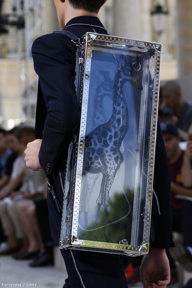 Ez pedig az egyik kedvenc táskánk a Louis Vuitton bemutatóról. Valószínűleg nem fog szembejönni velünk az utcán.