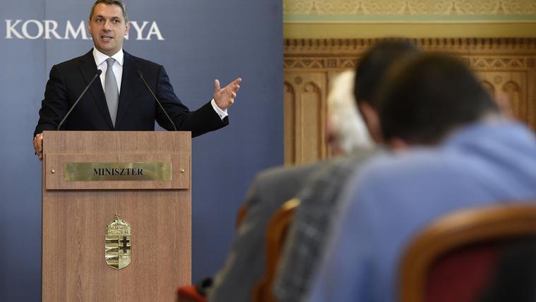 Huxit: Lázár elszólásán eléggé kiakadt az ellenzék, EU-kilépéstől félnek