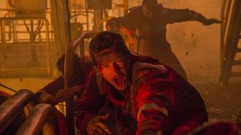 Mark Wahlberg nyakig olajosan is tud hős lenni