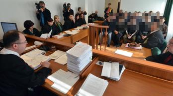 Börtönre ítélték és kiutasították a röszkei zavargás résztvevőit
