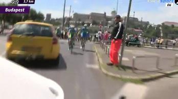 Forgalomba kanyarodott a Lánchídnál a Tour de Hongrie mezőnye