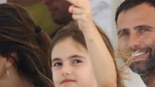 Alessandra Ambrosio lánya jól ismeri saját középső ujját
