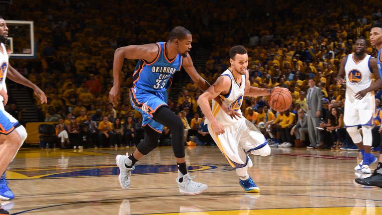 Kevin Durant Curryékhez igazolt, a Warriorsból Dream Team lett