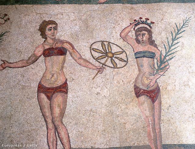 Már a Római Birodalomban is viseltek bőrből készült bikinit. A világörökség részévé nyilvánított mozaik a szicíliai Roman Villa of Casale épületében található.