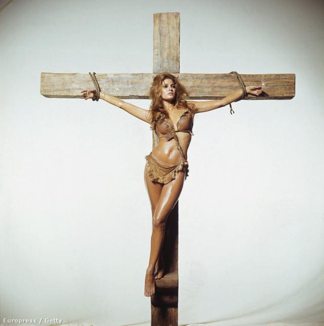 Az amerikai Raquel Welch-et a Kr.e. egymillió évvel című filmben akasztották keresztre 1966-ban.