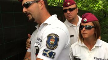 Felszámolják a rendőrök a ligetvédők táborát