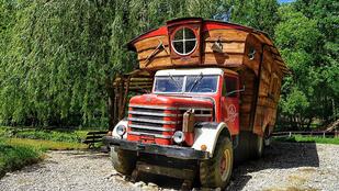 Csepellina, teherautóból menő lakóautó