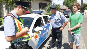 Lecsaptak ránk a rendőrök, amikor becsöngettünk a feledékeny államtitkárhoz