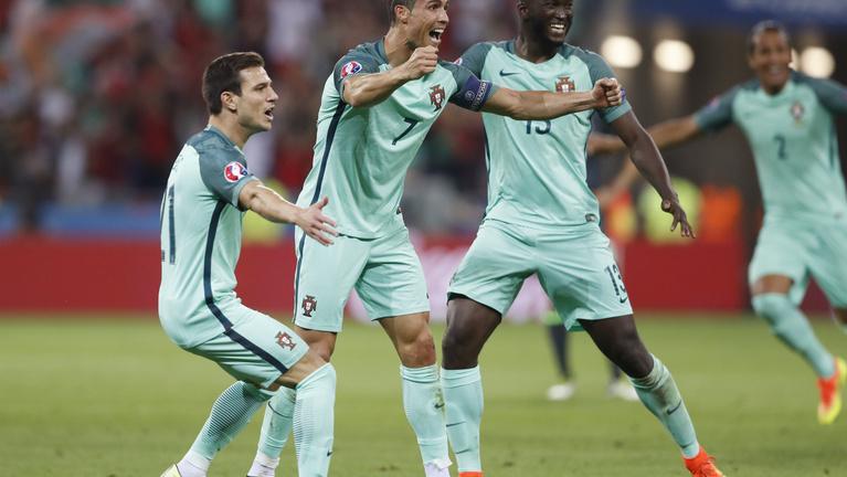 Portugália történelmi C. Ronaldo-góllal verte Walest, döntős