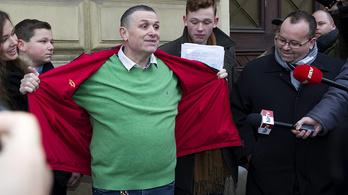 Most gyerekverési ügy miatt mentek ki Lakodalmas Lajoshoz a rendőrök