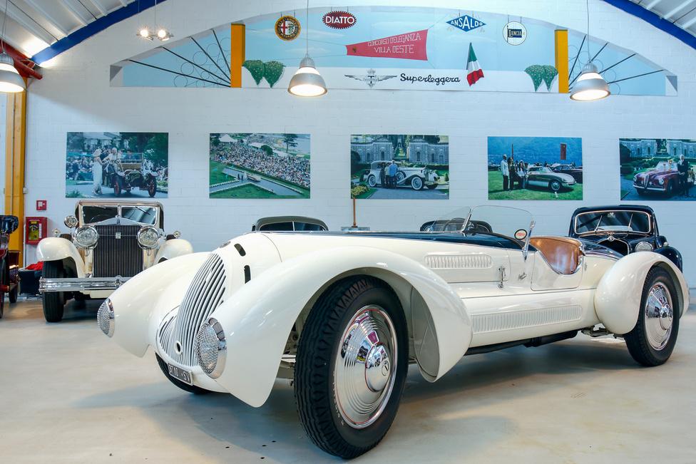 Alfa Romeo 6C 1750 GS Zagato/Aprile. Az 1931-ben készült, kompresszoros kocsi eredetileg Zagato karosszériát viselt, tehát úgy nézett ki, ahogy a 6C 1750 Gran Sport-ok többsége. 1938-ban egyedi karosszériát kapott, amelyet a korszak egyik legjelentősebb tervezője, Mario Revelli di Beaumont rajzolt és az Aprile cég készített el.