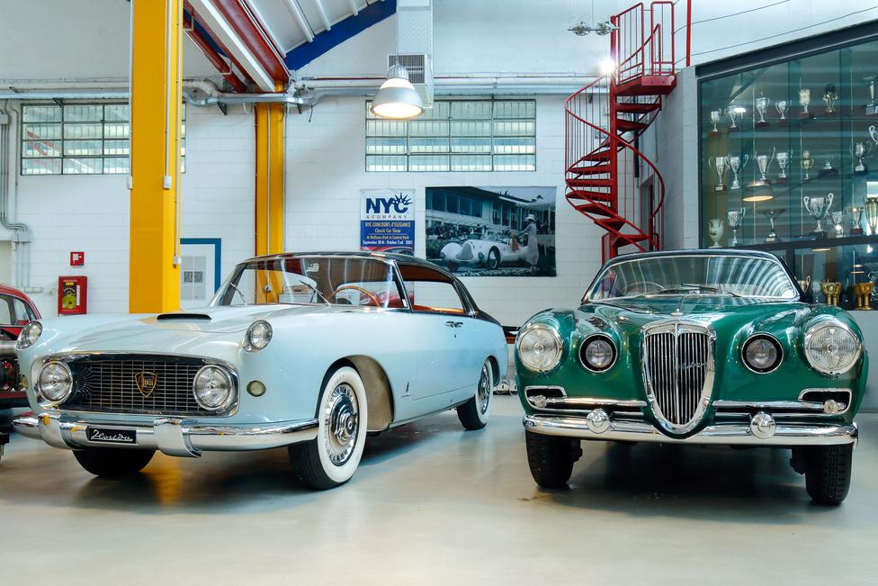 Két nagyon ritka Lancia: a Florida I (Pinin Farina) a Flaminia előfutára, B oszlop nélkül, öngyilkos hátsó ajtókkal; az Aurelia B52-ből csak négy ehhez hasonló, és még hét kabrió készült Carrozzeria Vignale felépítménnyel, Giovanni Michelotti tervei alapján, ez épp 1953-ban.